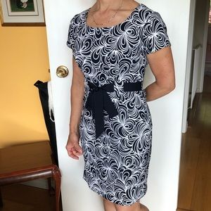 Blue and white pattern dress with front ti…